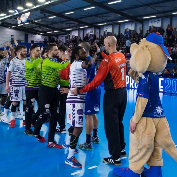 Le salut à l'équipe adverse. La magie du handball