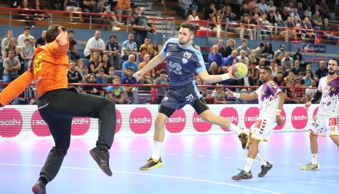 Youenn CARDINAL en contre attaque contre Arnaud SIFFERT du HBC Nantes